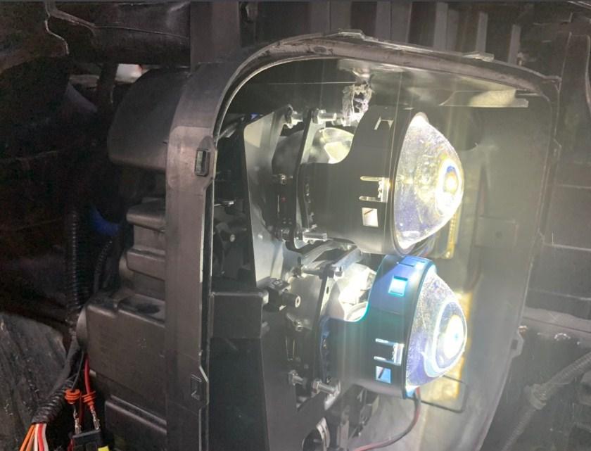 Cận cảnh cặp bi laser dành cho xe ô tô