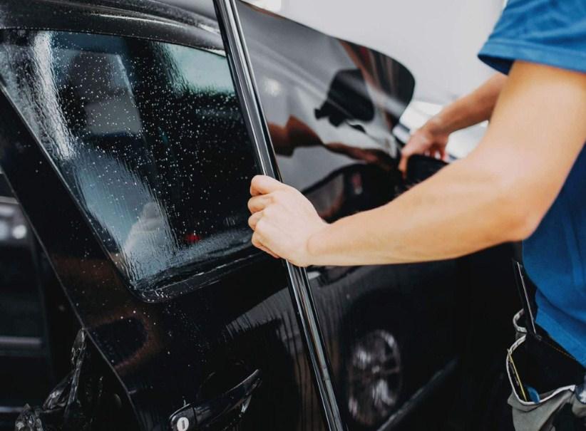 dán phim cách nhiệt 3M IR25 kính sườn để bảo vệ xe ô tô và người lái xe