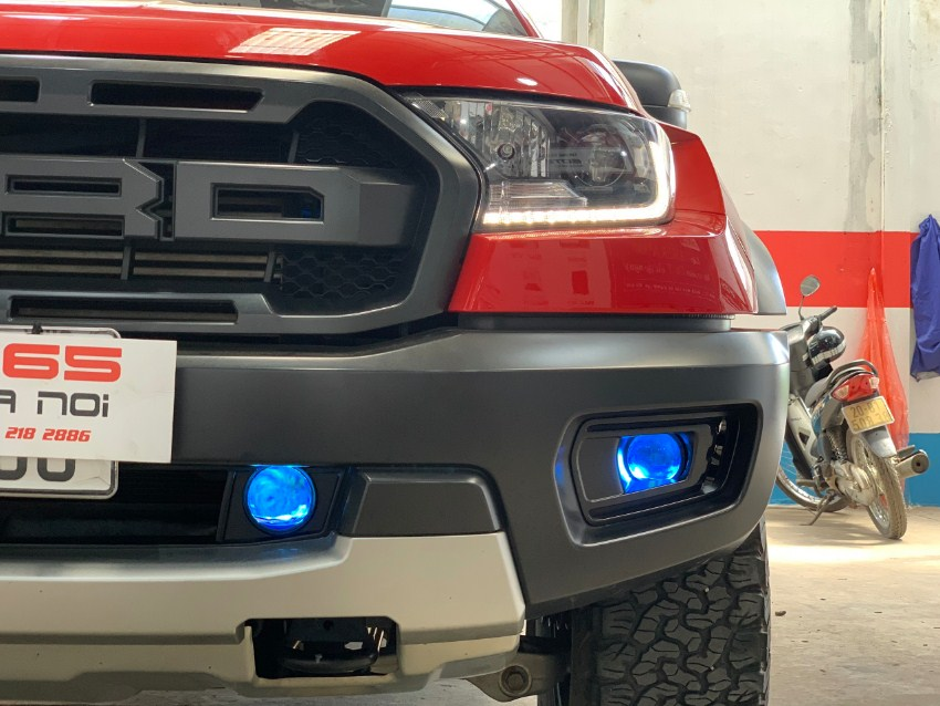 Không chỉ cho ánh sáng vượt trội mà bi gầm F10 còn giúp chiếc  xe Ford raptor xịn sò hơn