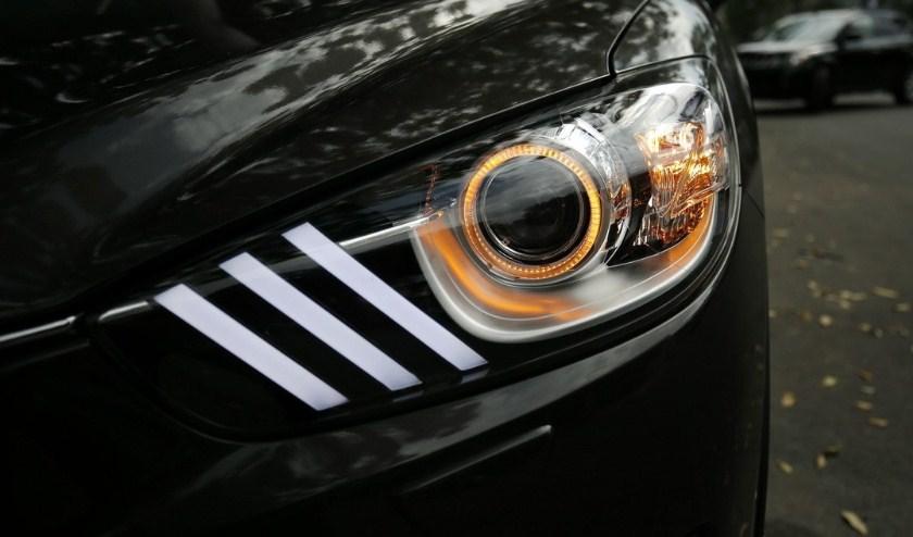 Độ đèn xe Kia Sedona giúp tăng sự ấn tượng cho phần đầu và đuôi xe